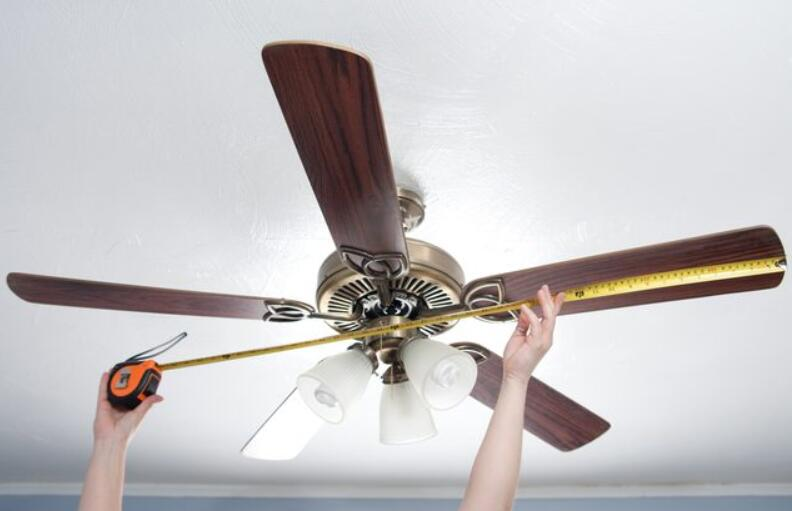 what size ceiling fan for living room